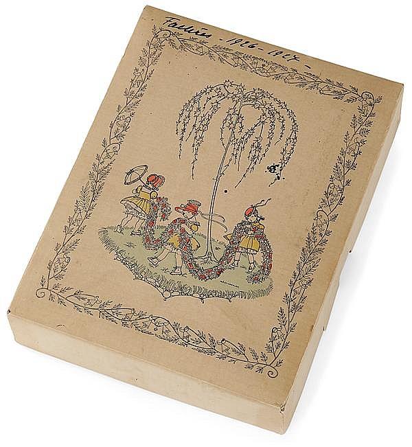 Mélanie KOEHLER (1885-1960) & Ibus Wien Boîte rectangulaire cartonnée à décor imprimé polychrome d'une ronde de fillettes à la guirl...