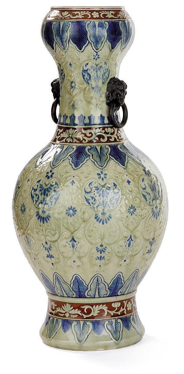 Théodore DECK (1823-1891) Grand vase balustre en faïence d'inspiration chinoise