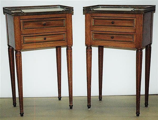 Paire de tables de chevet elle ouvre deux tiroirs dessus - Table chevet blanc ...