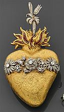 Important Ex-Voto en forme de Sacré-Coeur de Jésus en or gravé de volutes et de fleurs. Il est surmonté d'une flamme sertie de rubis...