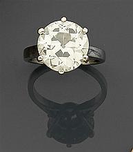 Bague diamant solitaire Elle est ornée d'un diamant taille brillant (TA) en chaton à giffes