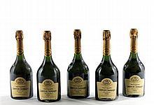 """Ensemble de 12 bouteilles 10 bouteilles CHAMPAGNE """"Comtes de Champagne"""", Taittinger 1990 2 bouteilles CHAMPAGNE """"Comtes de Champagne..."""