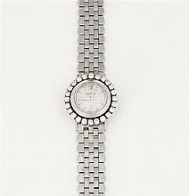 JAEGER LECOULTRE ANNEES 50 Petite montre de dame en or gris avec boîtier rond entouré de diamants. Cadran argenté avec aiguilles dau...
