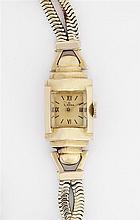 OMEGA ANNEES 40 Petite montre de dame en or avec boîtier pyramidal et godronné, attaches en forme de boulles. Cadran doré avec index...