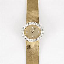 CHOPARD VERS 1960 Montre bracelet de dame en or jaune avec boîtier ovale. Cadran doré avec quatre index diamants et aiguilles dauphi...