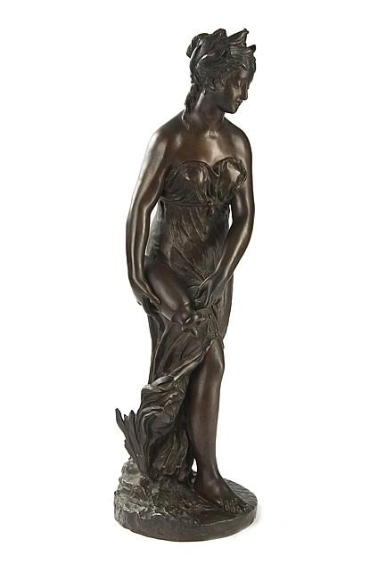 D'après Jean GOUJON (1510-1567) Femme à l'amphore Statue en bronze patine médaille symbolisant une rivière