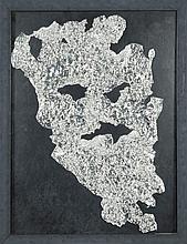 Alain Fleischer (né en 1944) Empreinte de visage Papier d'aluminium sur papier 39,5 x 29,5 cm