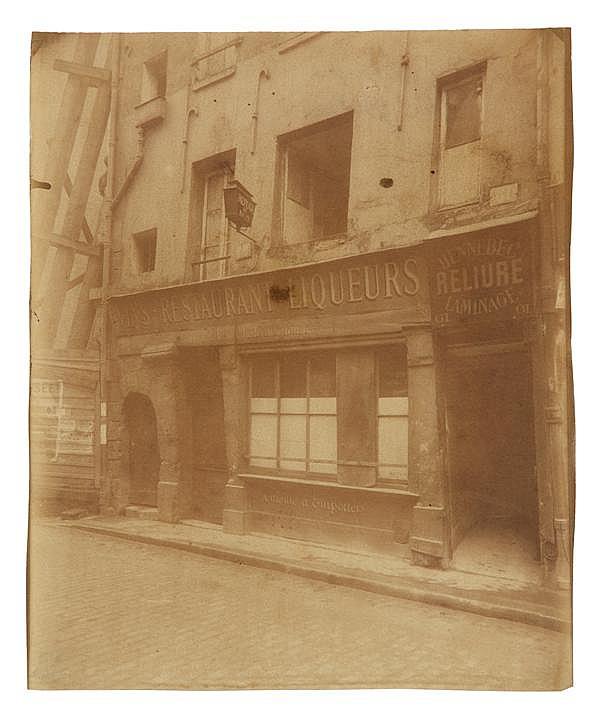 Eugène Atget (1857-1927) Petit Château Rouge, 59, Rue Galande, 1906 Épreuve albuminée, négatif verre, non montée, légendée