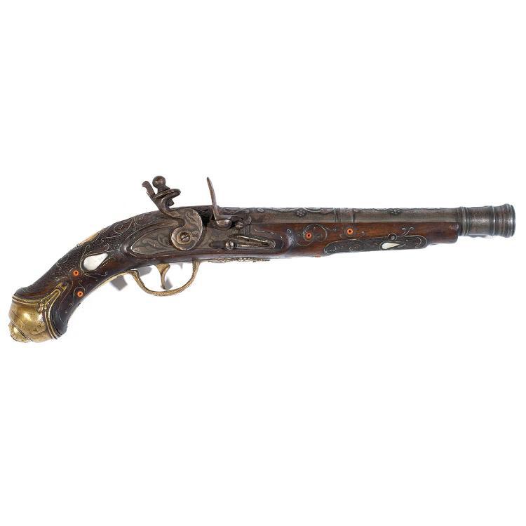 Pistolet silexen bois incrust de cabochons de nacre et pe for Pistolet decoration