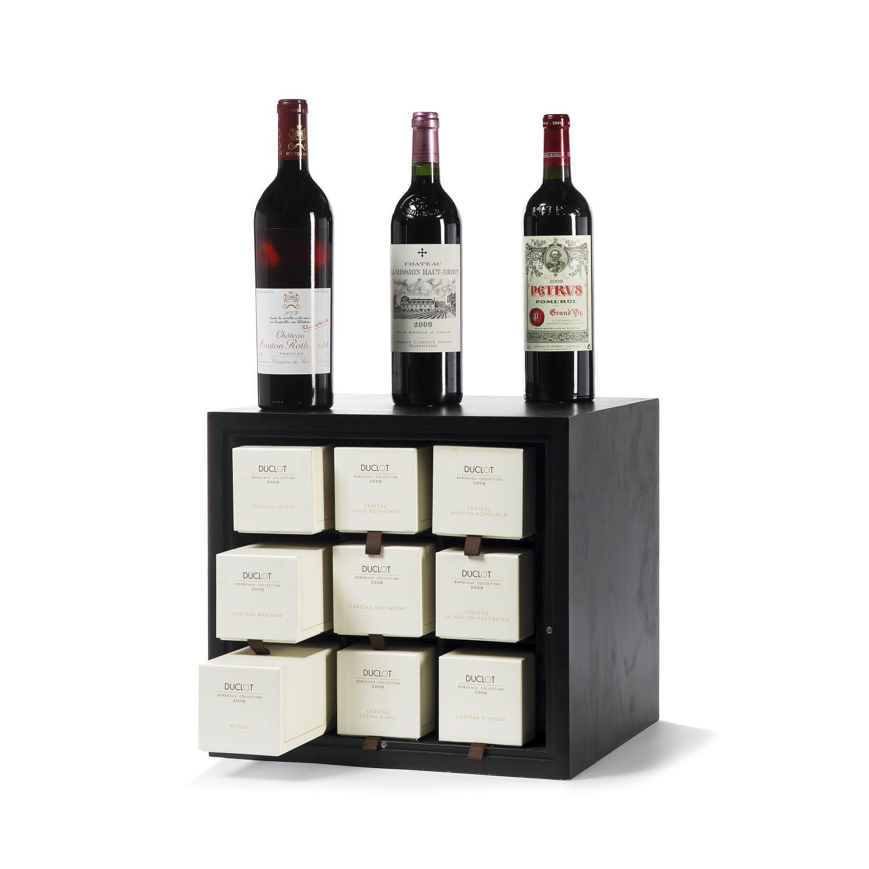 1 Caisse Collection 2009, composée de 1 bouteille Château LATOUR, 1° cru Pauillac 2009 1 bouteille Château LAFITE-ROTHSCHILD, 1° c...