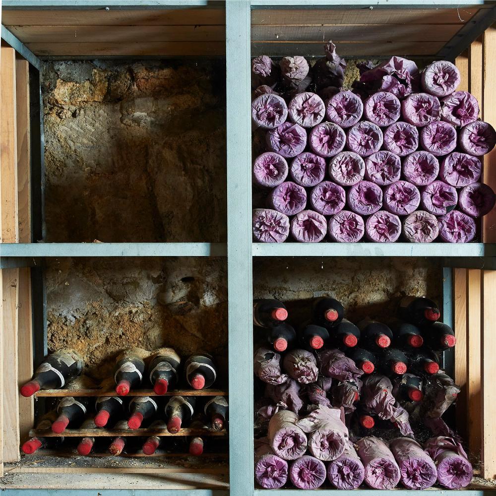 1 bouteille Château LAFITE-ROTHSCHILD, 1° cru Pauillac 1990 ET, légèrement déchirée