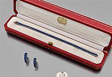 CARTIER Années 1950 Bracelet ligne en platine serti de saphirs calibrés. Travail signé CARTIER. Dans son écrin d'origine. Poids brut...
