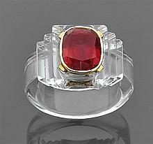 René BOIVIN Année 1937 Bague chevalière cristal de roche Elle est de forme chevalière en cristal de roche taillé à gradins. Au centr...