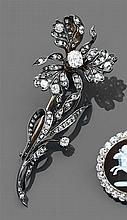 Broche trembleuse iris L'ensemble est serti de diamants taille brillant et taillés en rose. Un diamant coussin plus important au cen...
