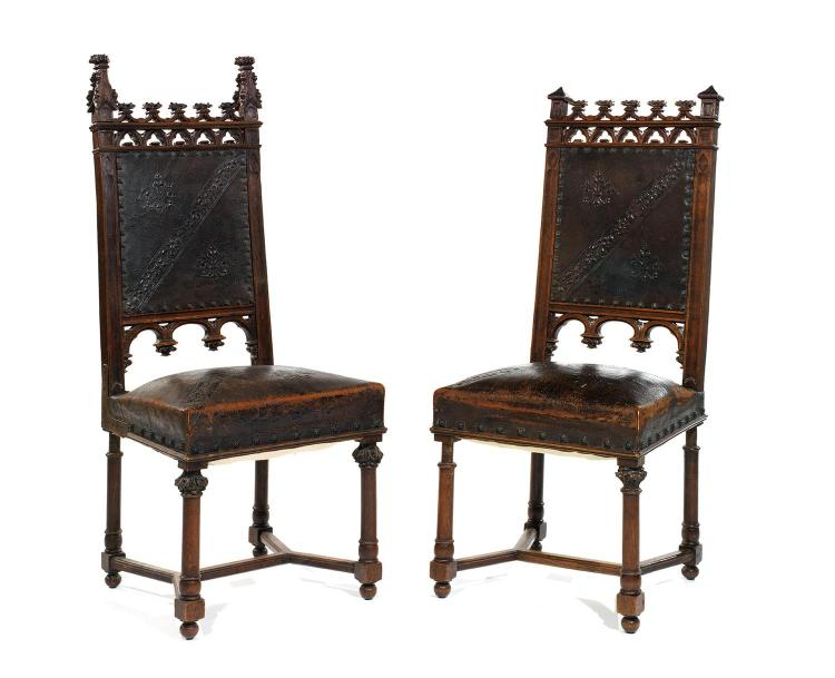 deux chaises en bois moulur et sculpt d cor d 39 arcatures. Black Bedroom Furniture Sets. Home Design Ideas