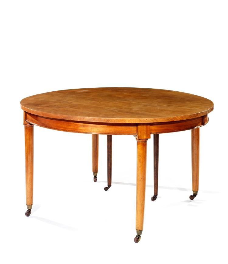 Table ronde de salle manger allonges en acajou blond pi for Salle a manger table ronde