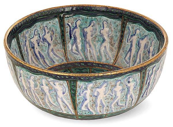 André METHEY (1871-1921) Coupe creuse en faïence sur talon, à décor extérieur et intérieur de frises de personnages nus dans des rés...