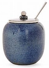 Bode WiILLUMSEN (1895- 1989) & Hans HANSEN (orfèvre) Pot à miel ovoïde en grès, émail bleu jaspé. Signatures émaillées de l'artiste....