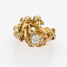 Bague romantique en or jaune ciselé représentant deux angelots ailés dans une guirlande de roses