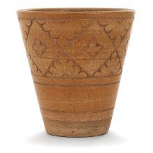 ÉMILE LENOBLE (1875-1939) Vase tronconique en grès, décor d'une frise végétale incisée, émaux ocre sur fond terre. Cachet de l'art...