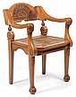 ARTS & CRAFTS Rare fauteuil scandinave en hêtre sculpté verni, circa 1910. Piétement avant reposant sur des pieds griffes et animé s...