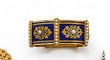 Années 1830 large Bracelet rigide et articulé Il est composé de plaques rectangulaires émaillées en basse taille ornées chacune au c...