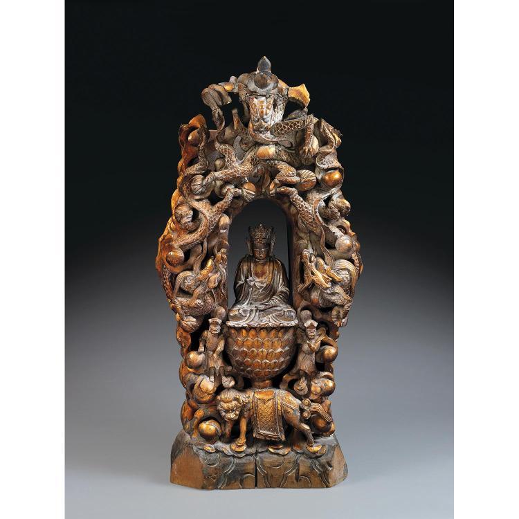 STATUETTE D''AVALOKITESVARA en bois laqué et doré, représenté assis en dhyanasana, la main droite en vitarkamudra, la gauche en dhyan...