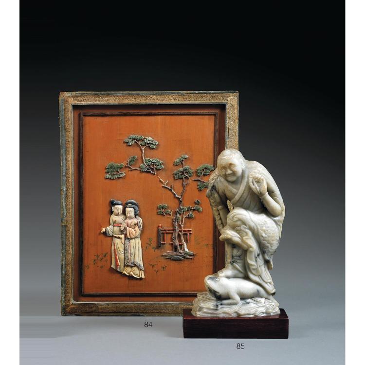 PANNEAU DOUBLE-FACE ÉROTIQUE en bois, applications de stéatite polychrome et rehauts de gouache, de forme rectangulaire, à décor, su...