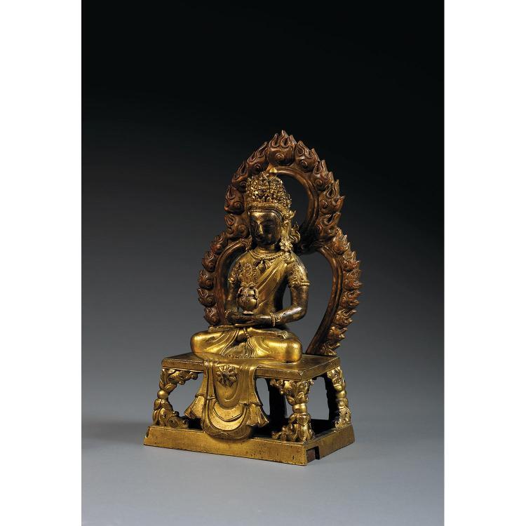 STATUETTE D''AMITAYUS en bronze doré, représenté assis en vajrasana sur une base quadrangulaire ajourée devant une mandorle, possible...