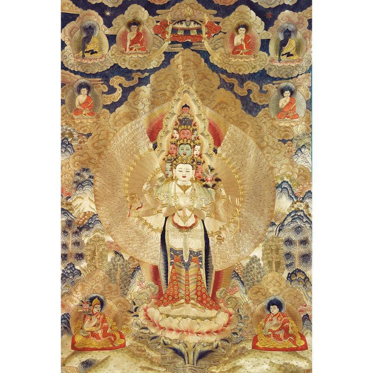 GRAND THANGKA en soie brodée au point lancé polychrome, de forme rectangulaire, représentant Avalokitesvara aux mille bras en pied s...