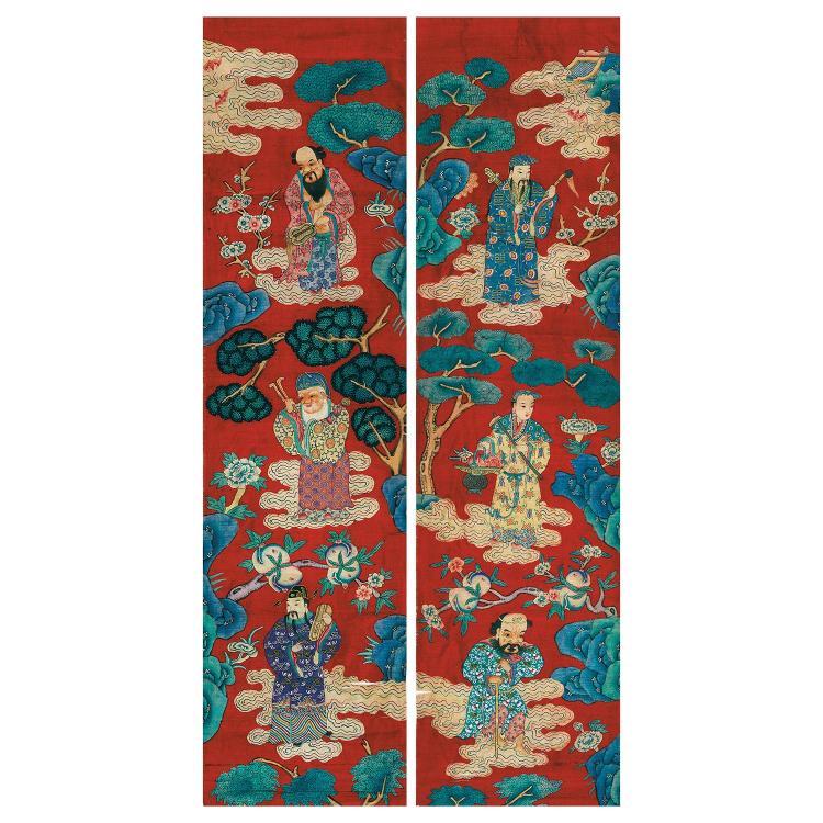 PAIRE DE PANNEAUX VERTICAUX ÉTROITS en tapisserie de soie, dite