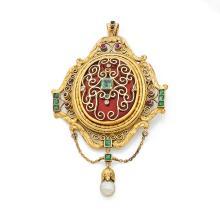 ANNEES 1860 PENDENTIF OVALE EMAIL rehaussé d'émeraudes dans un décor d'entrelacs sur un fond d'émail rouge brique. En pampille une perl
