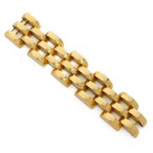 BRACELET TANK A gold bracelet.