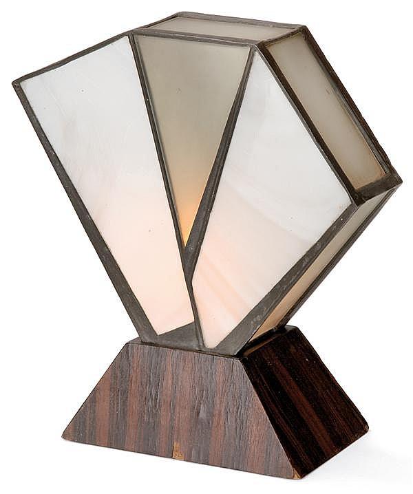 Jean PERZEL (1892-1986) Lampe à poser formée de plaques de pâte de verre blanc et de verre translucide dépoli, montage en étain en f...