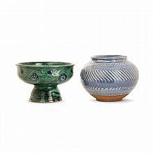 ÉMILE LENOBLE (1876-1940)Ensemble comprenant un vase et une coupe en grès. Vase sphérique aplati, à décor incisé de frises de chevro...