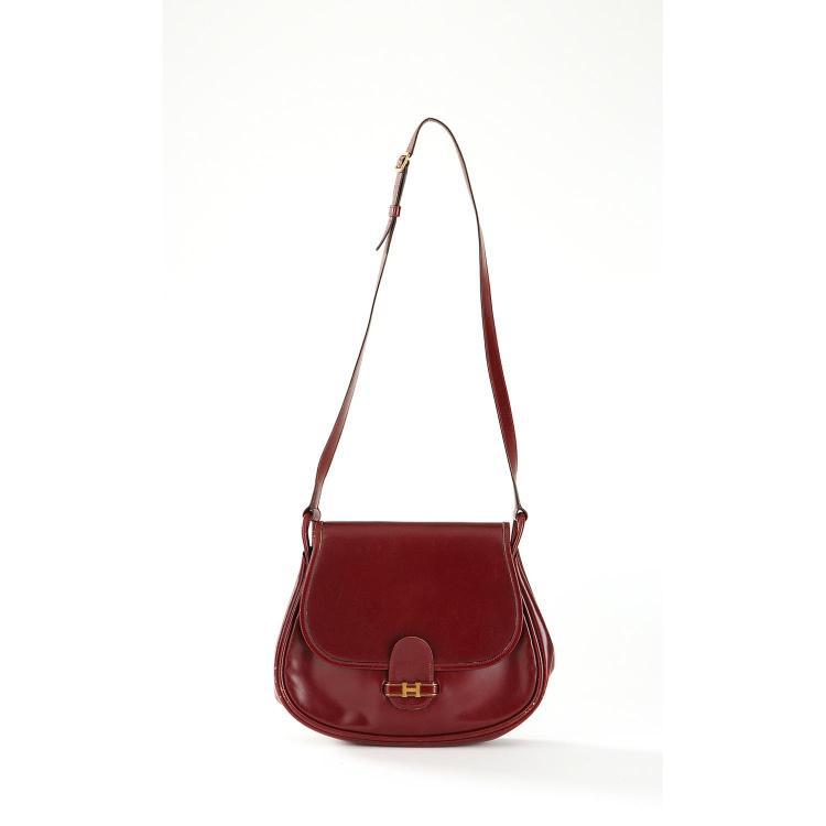 HERMÈS Sac besace Hermès en cuir box rouge H