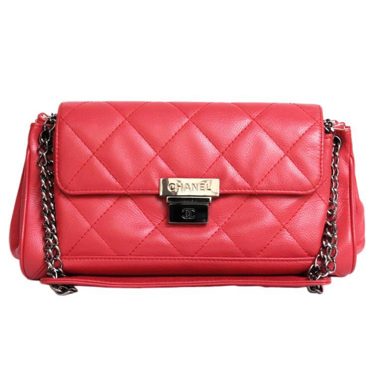 CHANEL Sac à main Chanel en cuir matelassé rouge