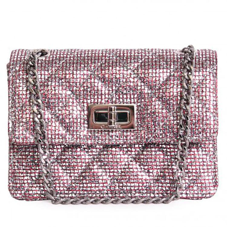 CHANEL Charmant mini sac à main Chanel 2.55 en toile métallisée rouge & argenté