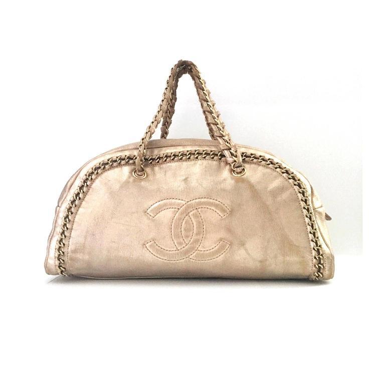CHANEL Sac à main Chanel Bowling en cuir grainé doré siglé