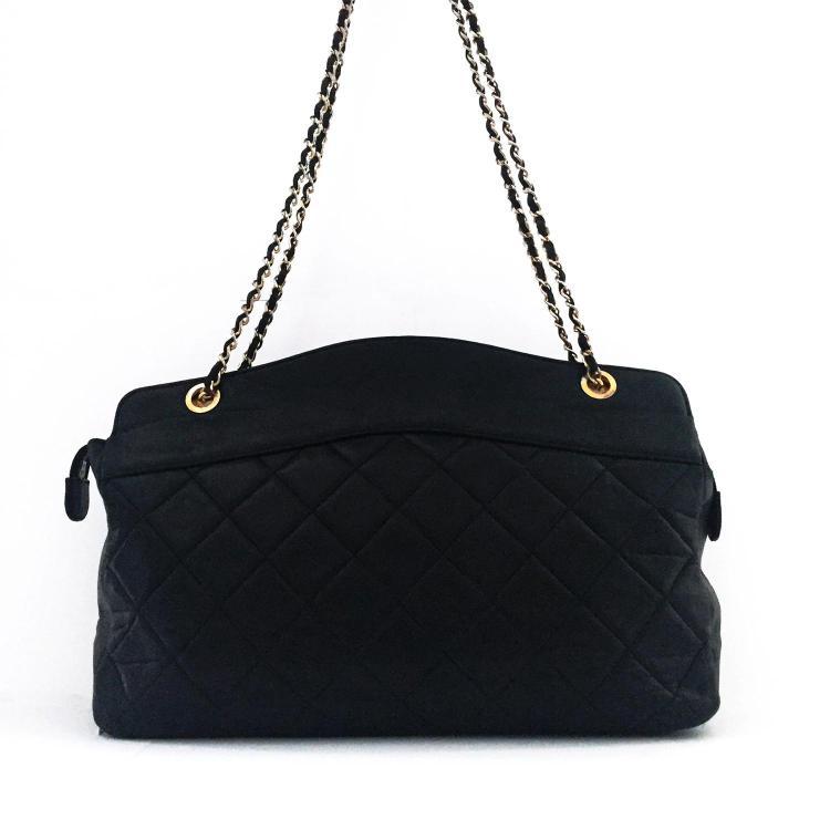 CHANEL Sac cabas Chanel vintage en cuir matelassé noir