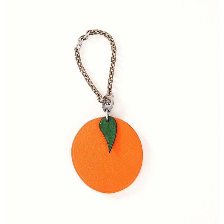 HERMÈS Porte-clef Hermès en cuir Box orange avec motifs orange & feuille