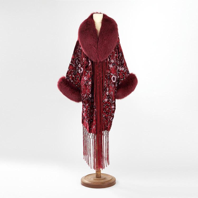 ADRIENNE LANDAU Manteau Adrienne Landau en patte de velours violet brodé de fleurs avec franges