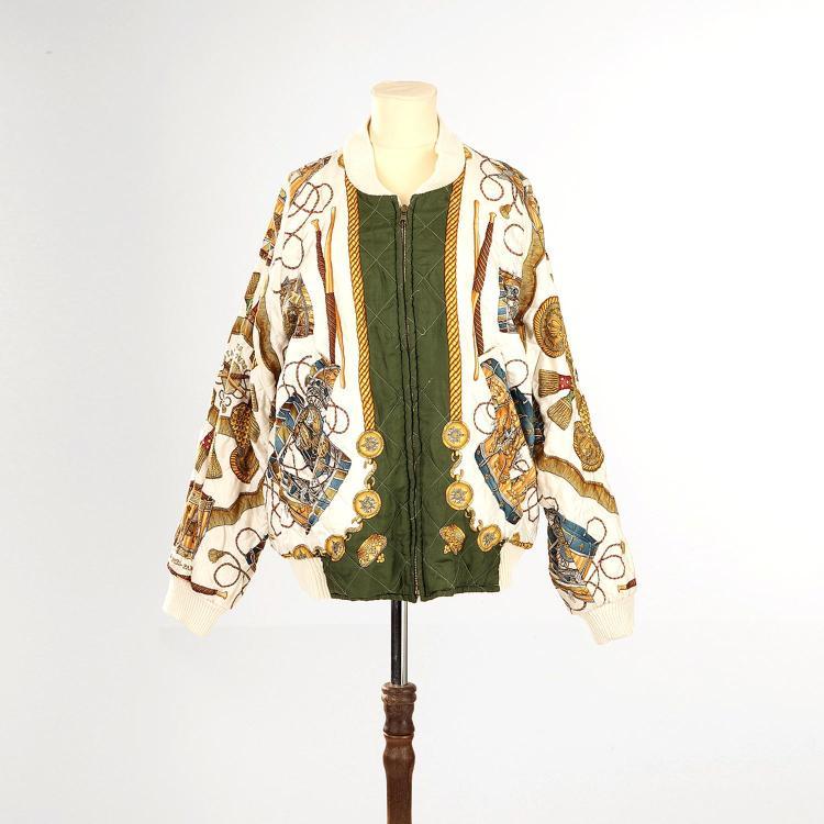 HERMÈS Veste Hermès (Bombers) LES TAMBOURS en soie matellassé