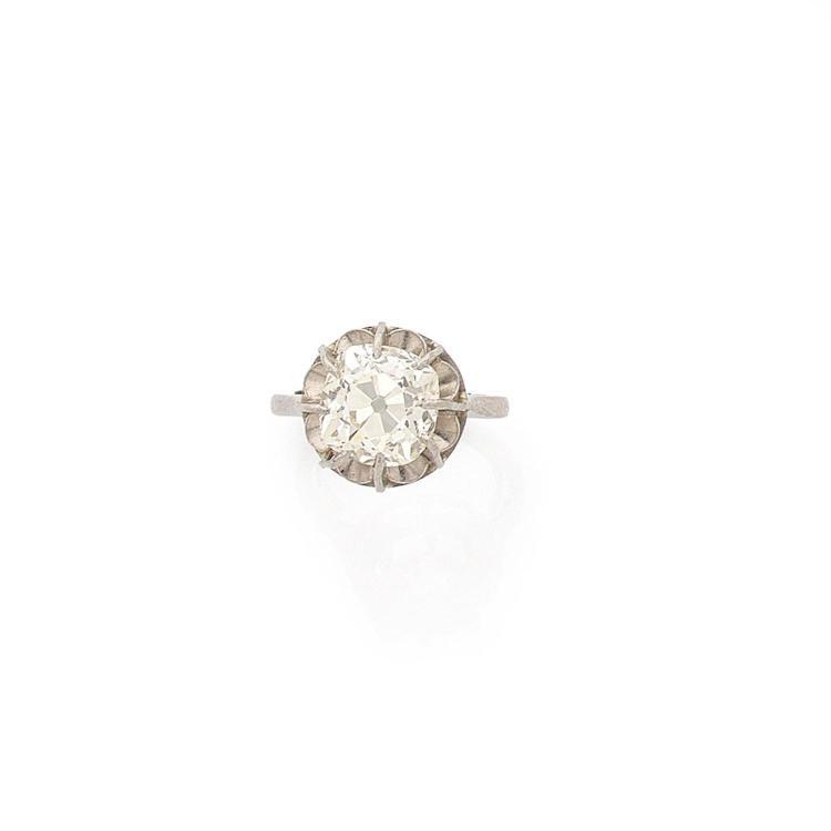 A 4,09 carats diamond and platinum ring.