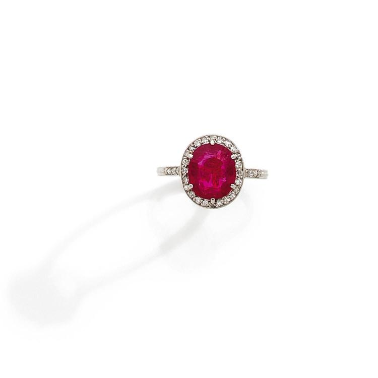 A 2,79 carats ruby, diamond and gold ring, circa 1910.