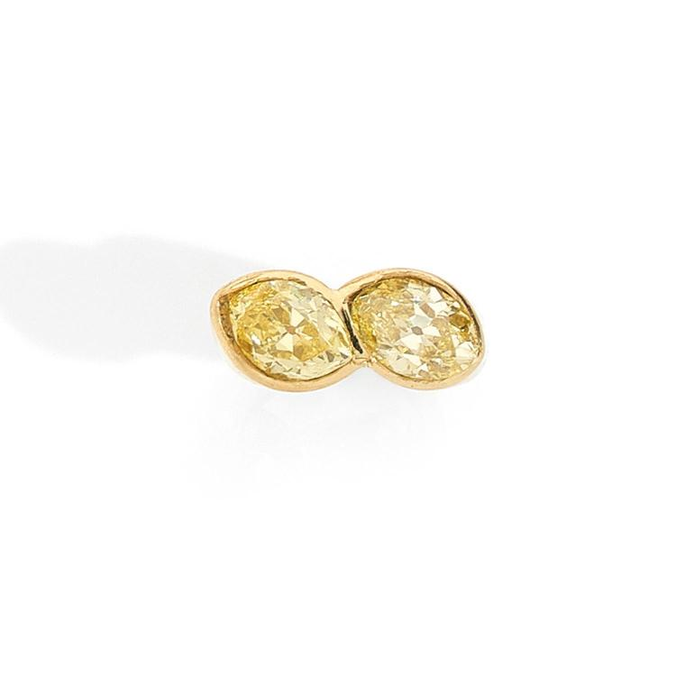 A 2,30 and 2,60 carats Fancy Yellow diamonds and gold ring, circa 1940.