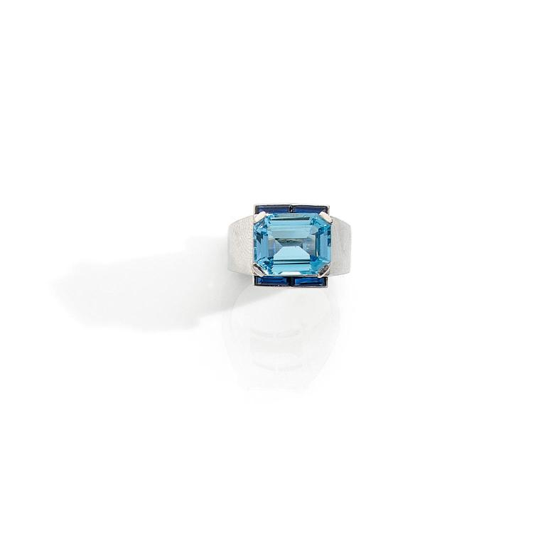 BOUCHERON ANNEES 1935 An aquamarine, sapphire and platinum ring by BOUCHERON, circa 1935.