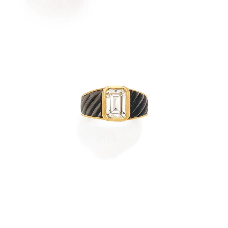 MAUBOUSSIN A diamond, mother of pearl and gold ring, by Mauboussin.