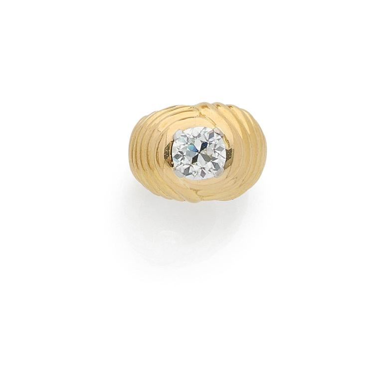 A 3,06 carats diamond and gold ring.
