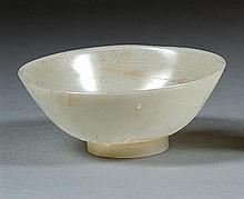 A jade bowl, China, early 20th century. H. 1 9/16  in. - D. 4 1/4 in.